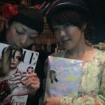 Les Kokusyoku Sumire avec un exemplaire de Vogue Japan