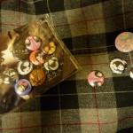 Poignée de badges des Kokusyoku Sumire, et badge de Imai Kira