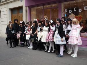 Lolitas française devant la boutique Baby pour Tokyo Kawaii TV