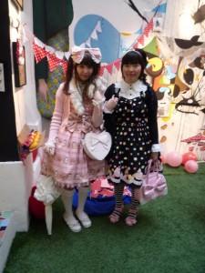 Lolitas pendant l'expo à l'Issue