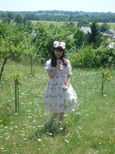 Aoki Misako dans la verdure