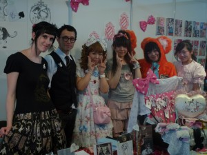 Lolitas et stand à Japan Expo