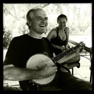 ierre Bordage grattant un peu de banjo